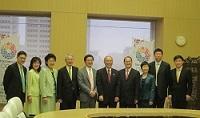 蔡冠深(ジョナサン・チョイ) 香港・日本経済委員会委員長をはじめとする一行が、表敬のため都庁を訪問されました。