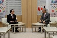 程永華(てい・えいか) 駐日中華人民共和国大使が、表敬のため都庁を訪問されました。