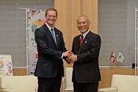 ベルリンと東京の友好都市提携20周年を記念し、ミヒャエル・ミュラー ベルリン市副市長が知事と会談されました。
