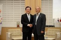 李 丙琪(イ・ビョンギ) 駐日大韓民国大使が、表敬のため都庁を訪問されました。
