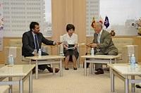 ワサンタ・カランナーゴダ 駐日スリランカ民主社会主義共和国大使が、表敬のため都庁を訪問されました。