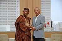 ゾマホン・ドスー・シール・ルフィン 駐日ベナン共和国大使が、表敬のため都庁を訪問されました。