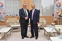 シド・アリ・ケトランジ 駐日アルジェリア民主人民共和国大使が、表敬のため都庁を訪問されました。