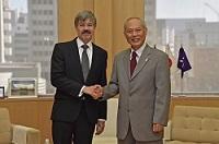 ハンス=カール・フォン=ヴェアテルン 駐日ドイツ連邦共和国大使が、表敬のため都庁を訪問されました。