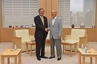 シン・ヨンス 世界保健機関(WHO)西太平洋地域事務局長が、表敬のため都庁を訪問されました。