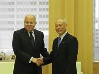 イスマイル・カイラット駐日エジプト大使が、表敬のため都庁を訪問されました。