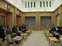 フランス国民議会共和党(UMP)「レ・カデ・ブルボン」(ブルボン宮(国民議会)の若手達)が、表敬のため都庁を訪問されました。