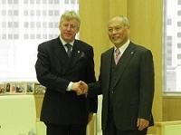 ギュンテル・スレーワーゲン駐日ベルギー王国大使が、表敬のため都庁を訪問されました。